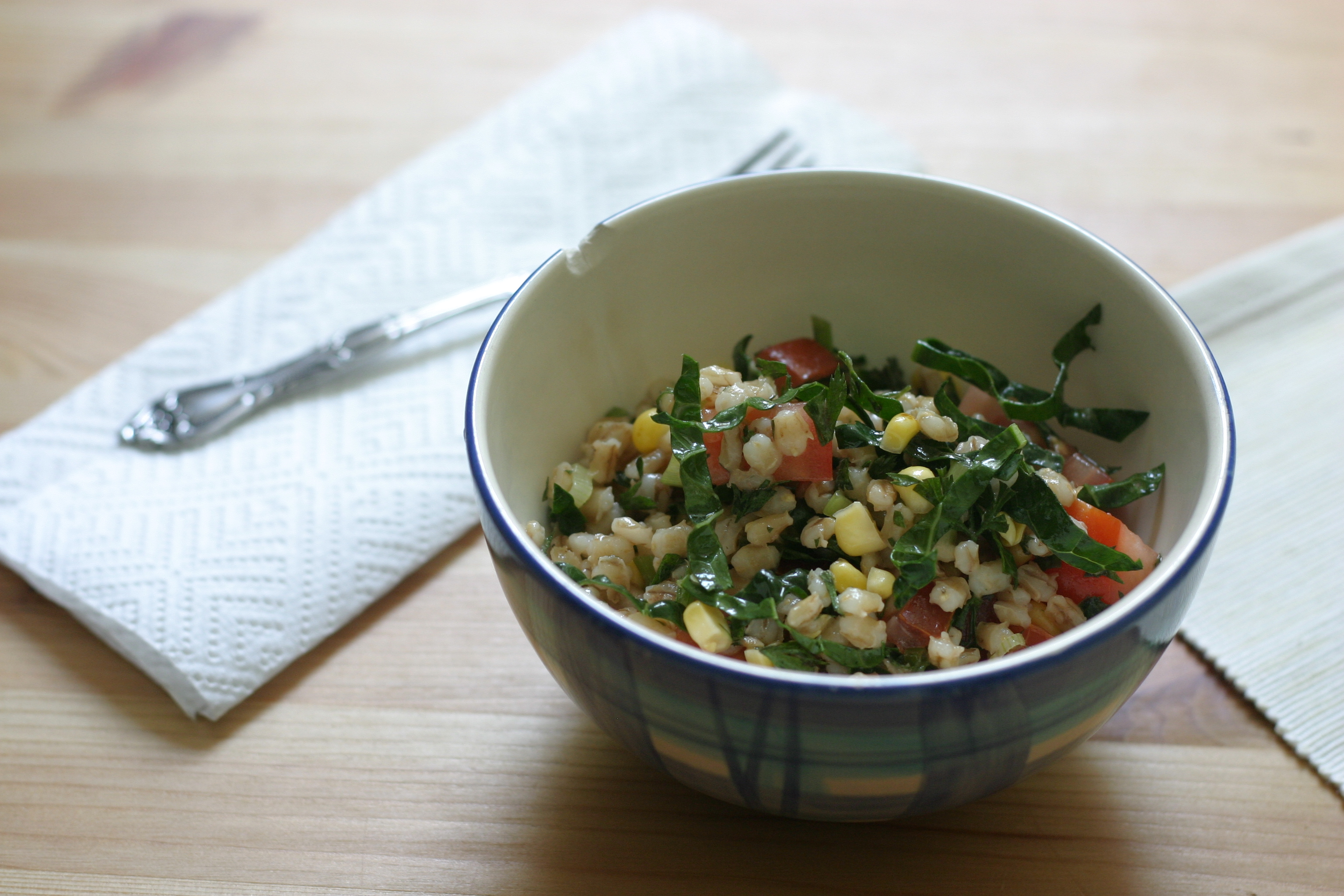 barley salad with charred corn and tomatoes - The Muffin Myth