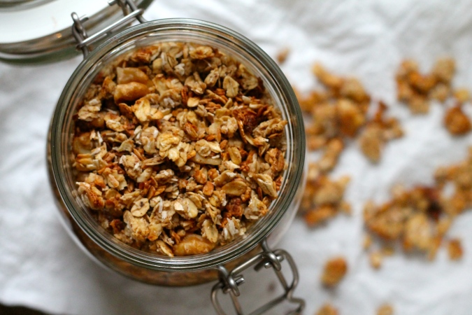 banana walnut granola // the muffin myth