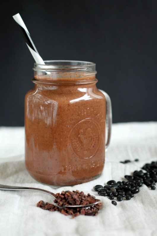 chocolate black bean smoothie // the muffin myth
